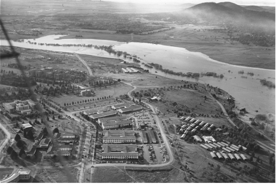 Molonglo River in flood , 1956.